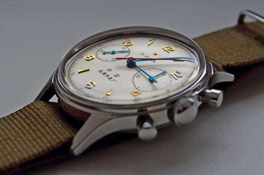 Sea Gull 1963 - hodinová i minutová ručka jsou nezvykle dlouhé a tenké.