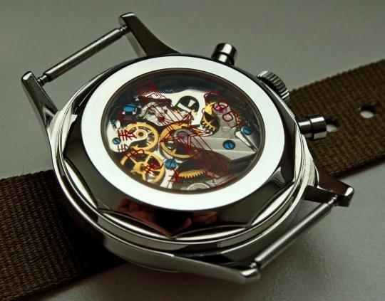 Sea Gul 1963 - hodinky je možné zakoupit i s proskleným dýnkem.
