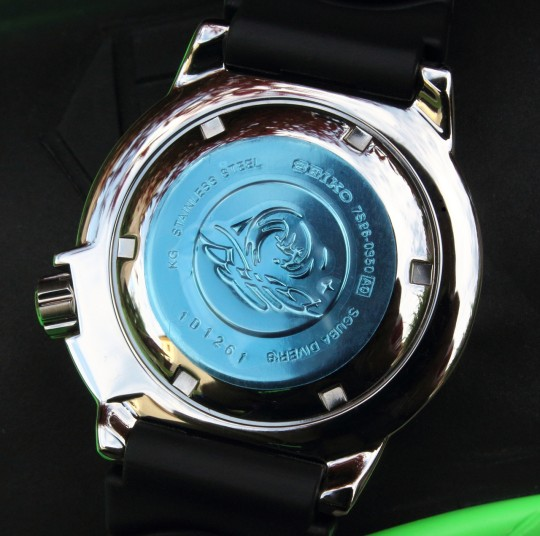 Seiko Monster - při koupi je dýnko hodinek kryto modrou fólií.