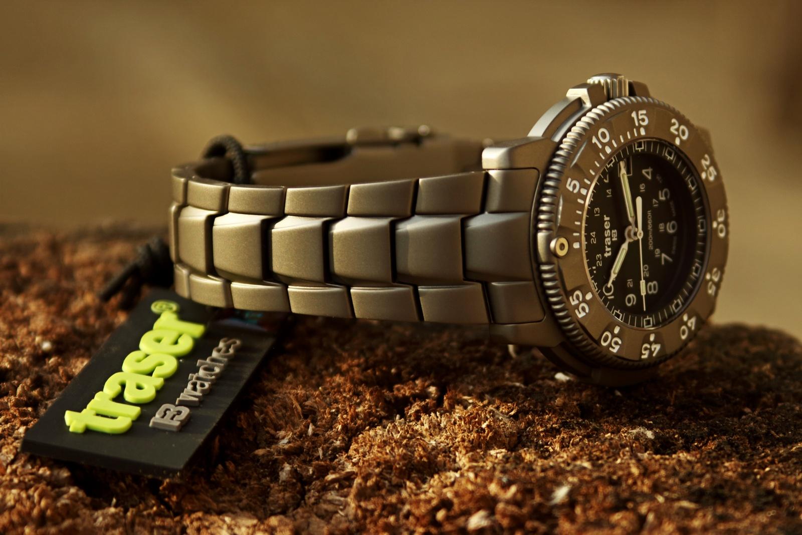 Celotitanové hodinky Traser 6506 s rafinovaně skládaným titanovým tahem. 46a16741036