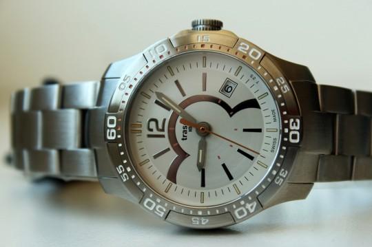 Traser Ladytime Silver - otočná luneta umožňuje stopování časových úseků.