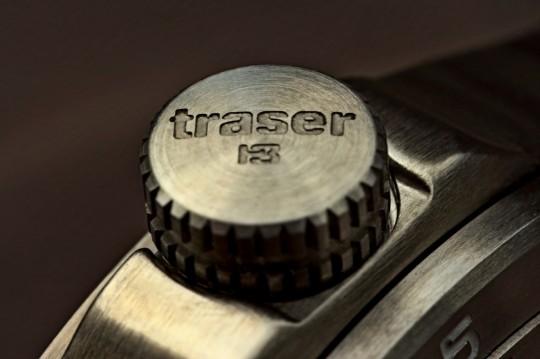 7) Do detailu zpracovaná korunka hodinek Traser Ladytime Silver.