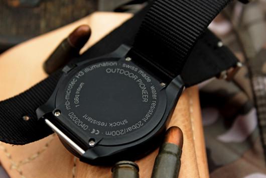 Traser Outdoor Pioneer – na dýnku jsou uvedeny všechny základní informace o hodinkách.