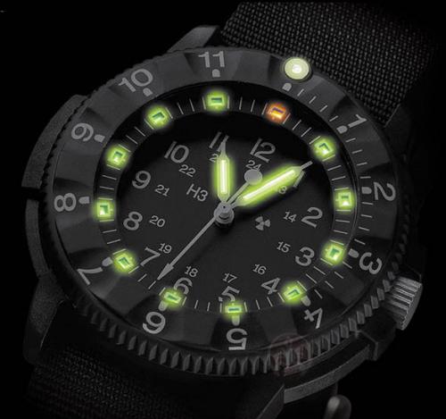 5972c2e03c8 Firma Traser vsadila na jednoduchý recept úspěchu – je něčím výjimečná.  Mezi stovkami stejných hodinek na pultech hodinářství poznáte hodinky Traser  na ...