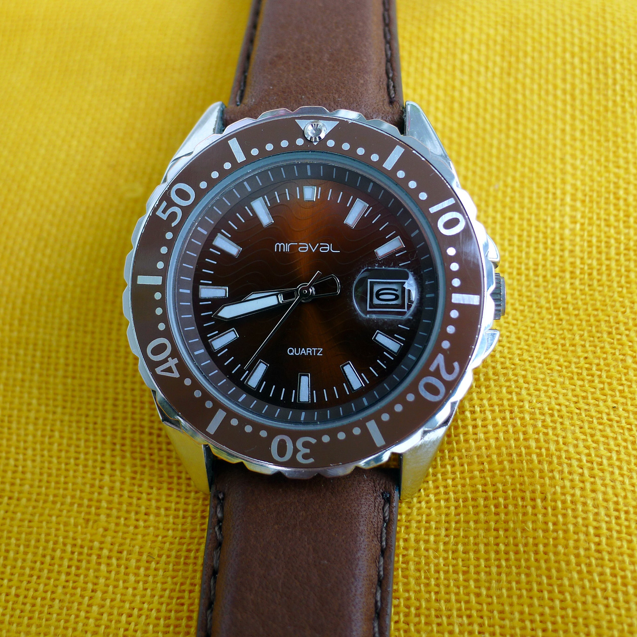 Před rokem jsem koupil v jednom supermarketu pánské hodinky MIRAVAL. Stály  mne rovných 50 Kč. Kdyby nešlo o výprodej 1b3a93855f2