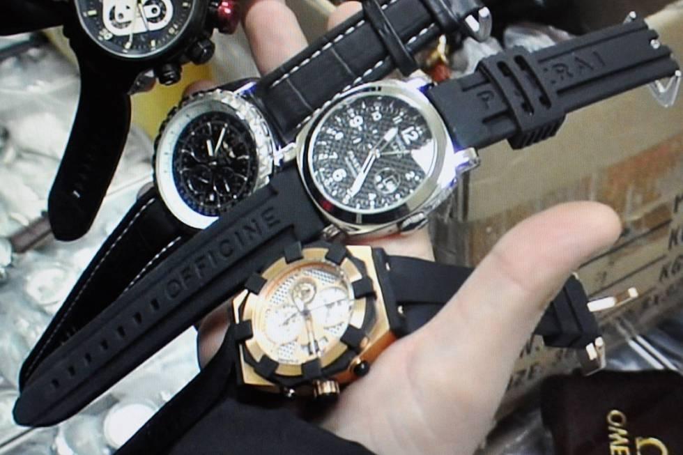 9e9aae7d6 Na výběr tedy máme jak velmi levné hodinky (cena okolo 1 000 Kč), kde si  můžeme být jisti budoucími problémy a o podobnosti s originálem si můžeme  nechat ...