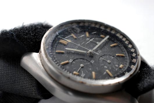 Hodinky Bulova nošené kapitánem Apolla 15 na Měsíci