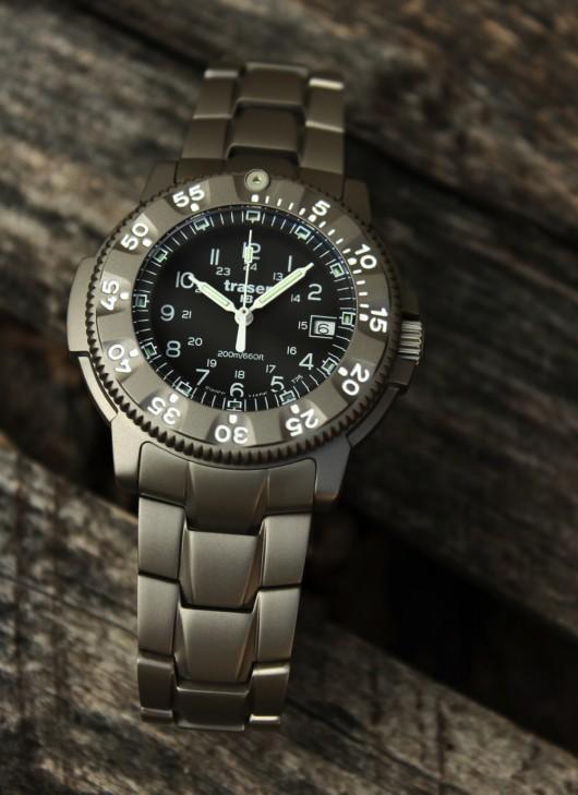 14) Traser 6506 - titanový tah hodinkám perfektně sedí.