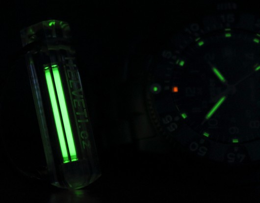 15) Kromě hodinek je možno pořídit i klíčenku, vybavenou stejným luminiscenčním systémem.
